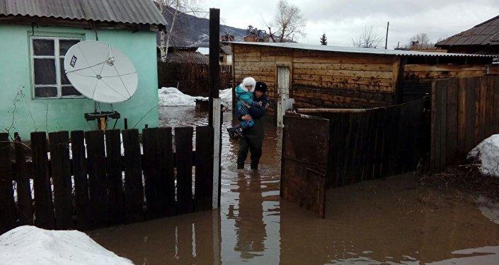 Эвакуация жителей поселка Зубовск Зыряновского района ВКО