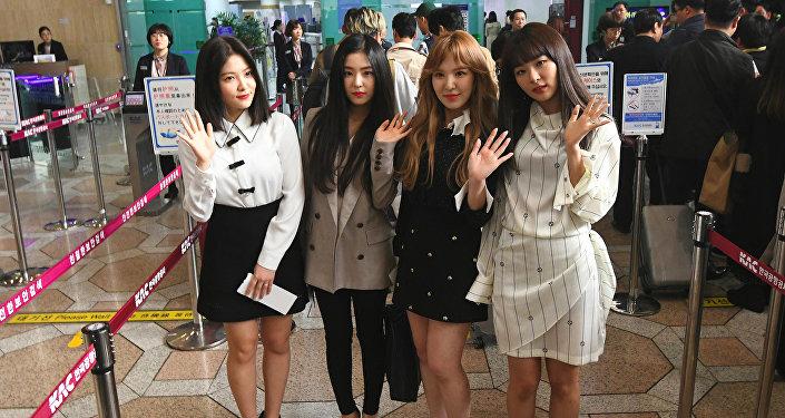 Ким Чен Ына заметили наконцерте южнокорейской поп-группы