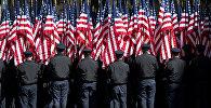 Полицейские с флагами США
