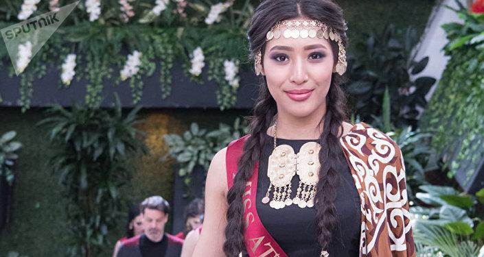 Альфия Ерсайын во время подготовки к конкурсу