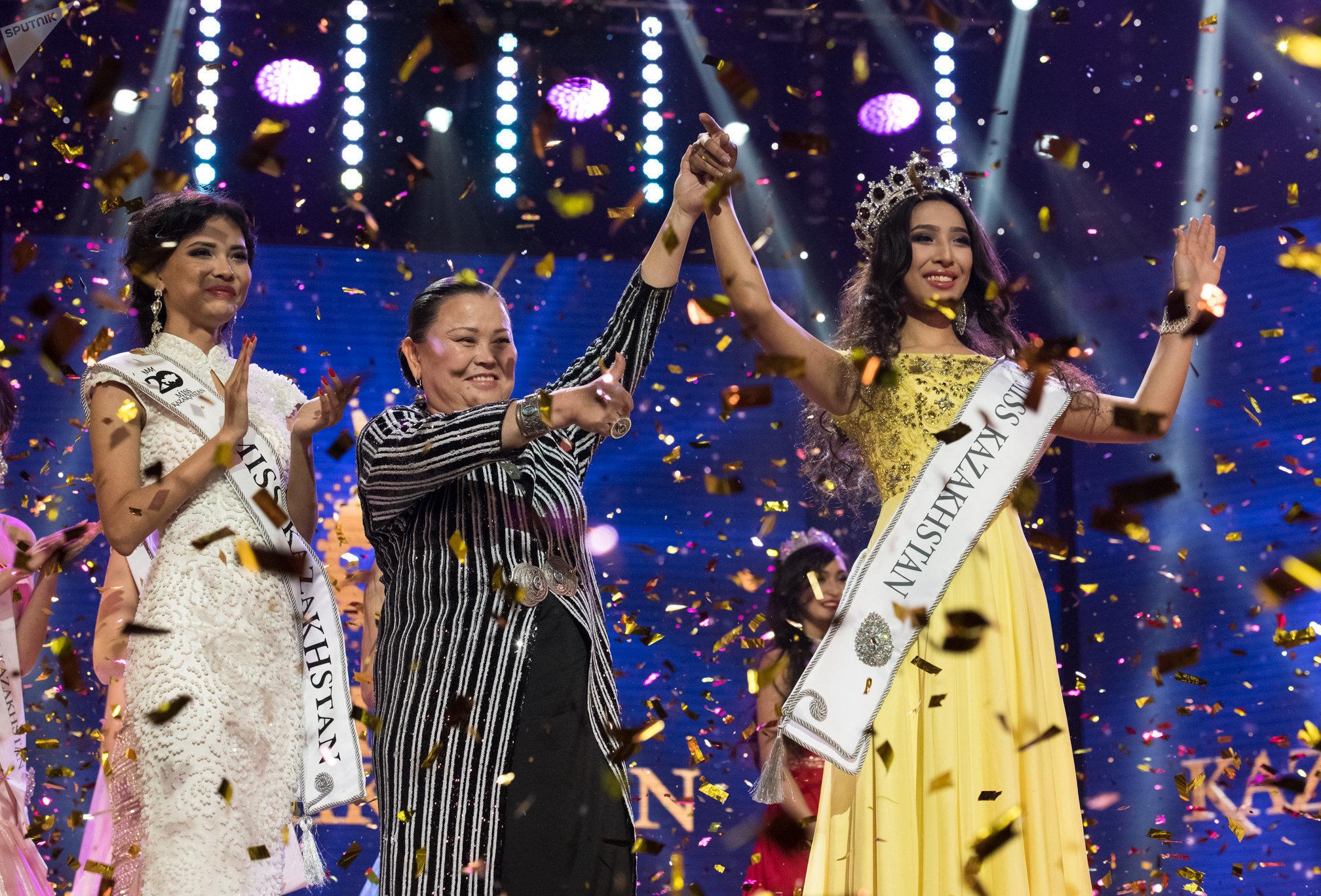 Церемония награждения победительницы конкурса Мисс Казахстан Альфии Ерсайын