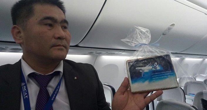 Все пассажиры первого рейса нового Боинга получили к чаю расписные пряники