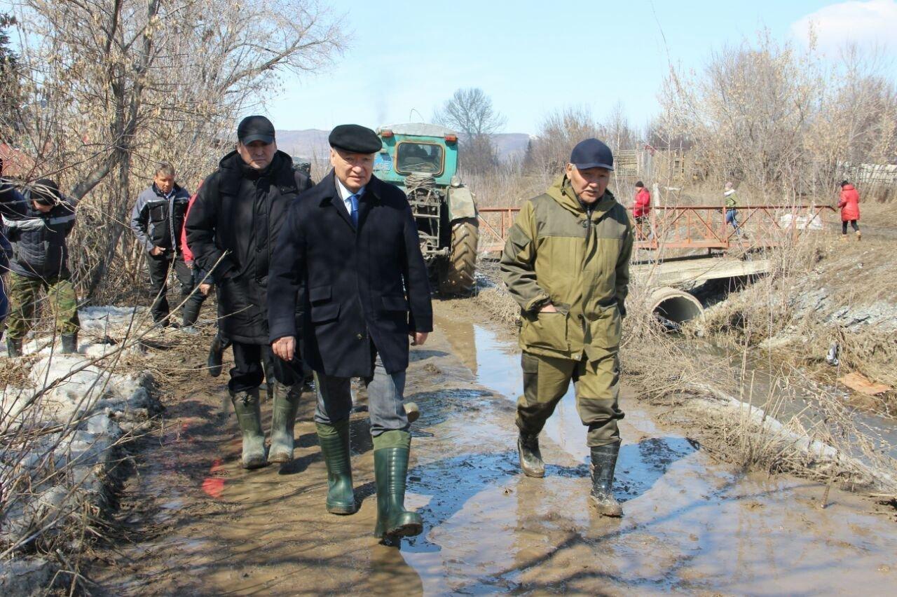 Даниал Ахметов совершил очередной визит в Зыряновский район, пострадавший от паводков