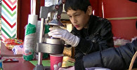 Мальчику с ограниченными возможностями разрешили легально открыть ларек в Тбилиси