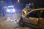 Volkswagen Passat столкнулся с автобусом в Алматы