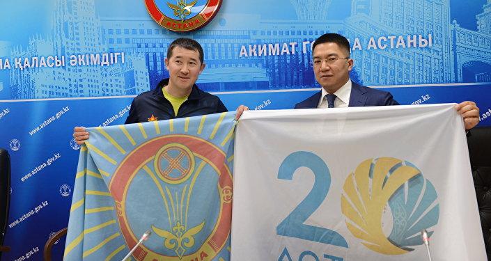 Альпинист Максут Жумаев (слева)
