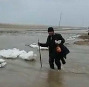 Дорогу возле села Преображенка затопило в Акмолинской области