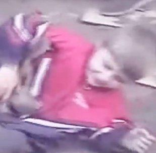 Тоғыз жасар Хабиб Нурмагомедовтың қонжықпен күрескен видеосы жарияланды