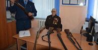 92-летний Михаил Калинин сдал пять единиц оружия