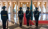 Почетный караул в президентском дворце Акорде, архивное фото