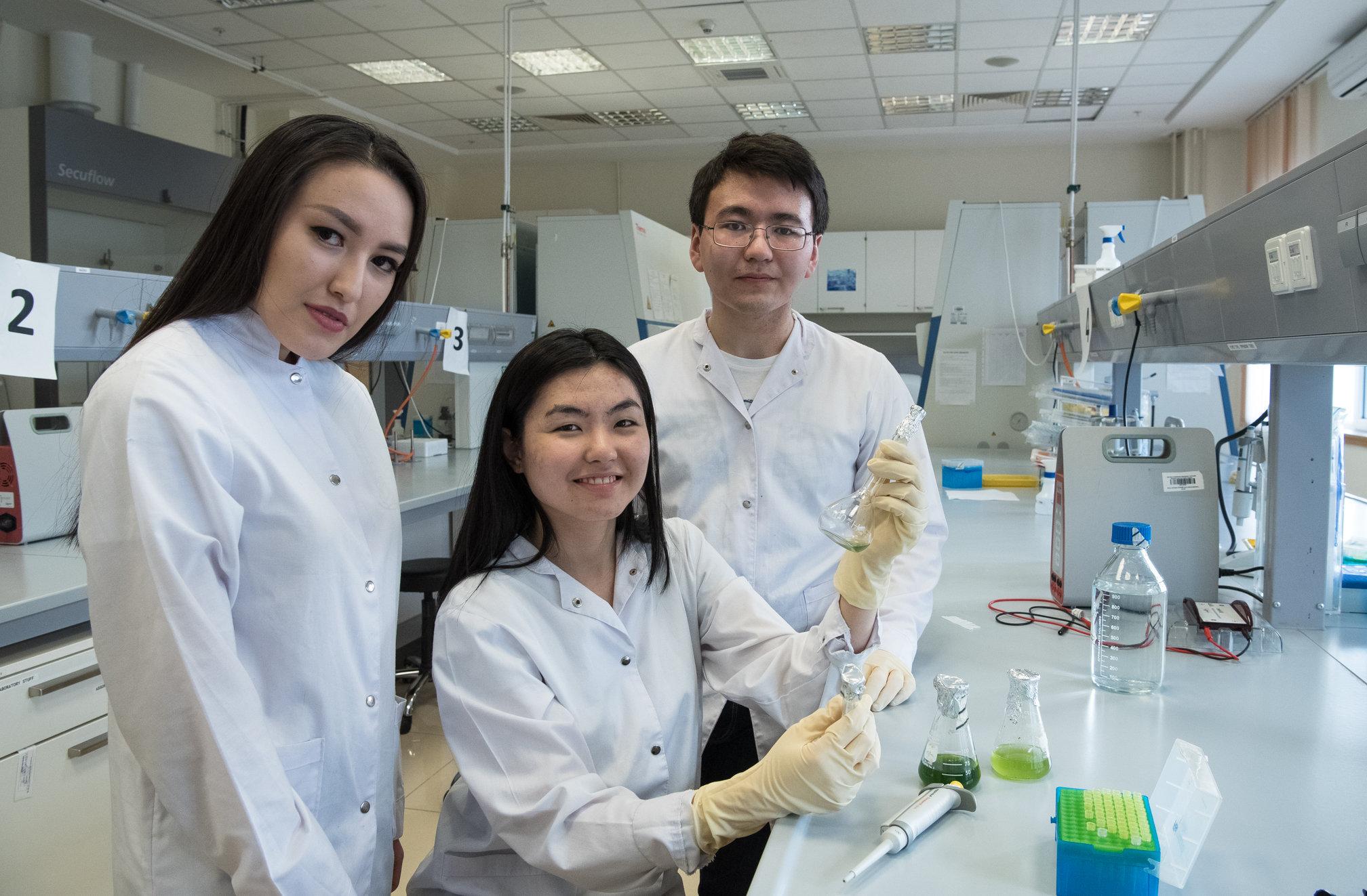 Участники клуба IGEM Назарбаев университета