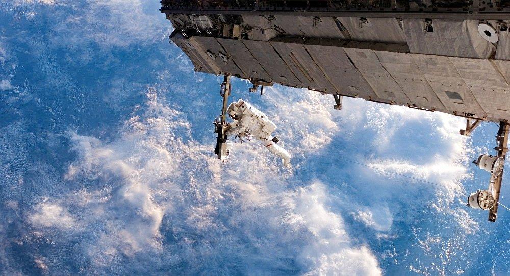Человек в космосе, иллюстративное фото