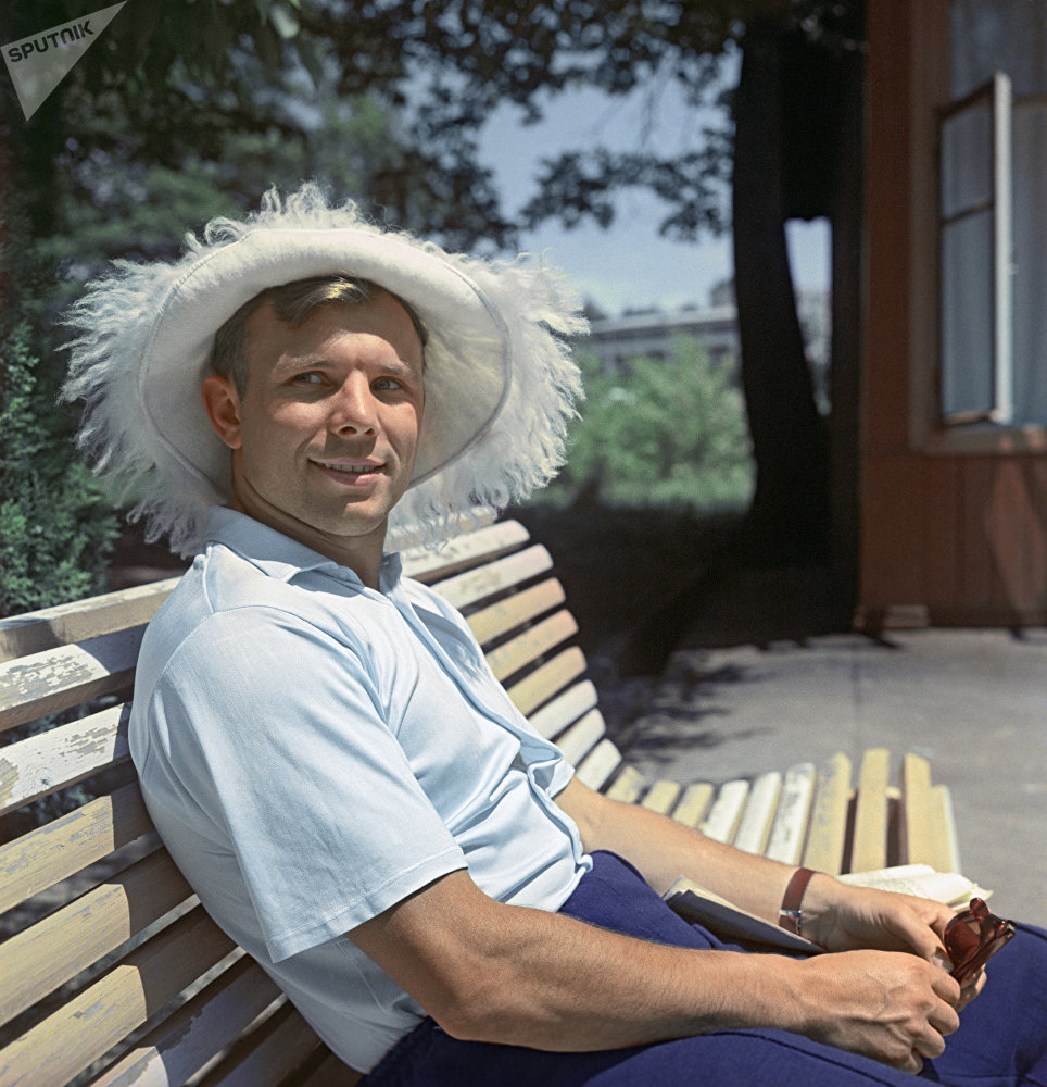 Первый в мире космонавт, Герой Советского Союза Юрий Гагарин