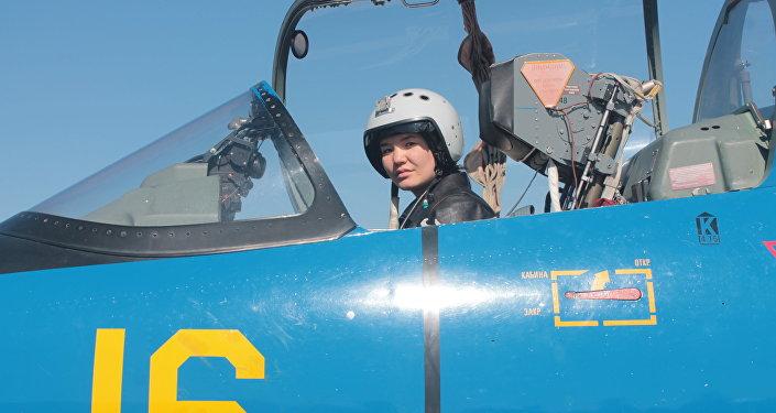 Cтарший летчик инструктор лейтенант Ардана Ботай