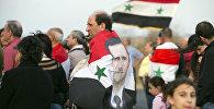 Мужчина с изображением портрета президента Сирии Башара Асада