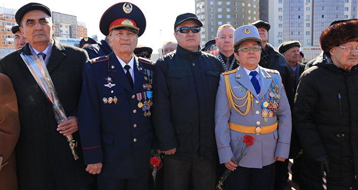 Закладка казахстанской земли в капсулу для памятника воинам-казахстанцам в Волгограде