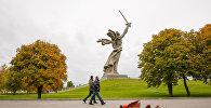 Монумент Родина-мать зовет! на территории историко-мемориального комплекса Мамаев курган в Волгограде.