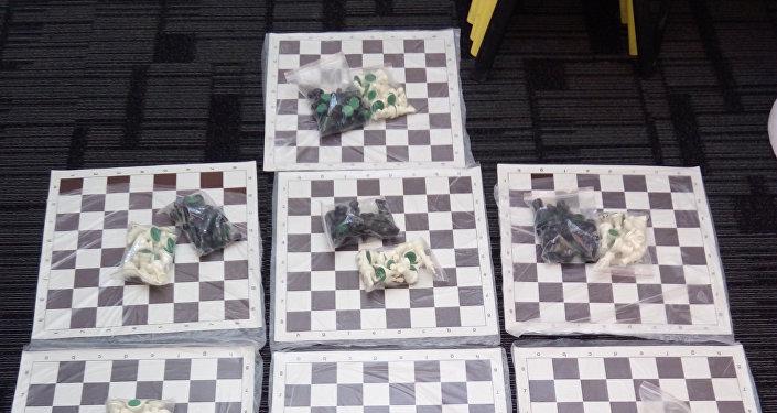 Парализованный житель Талгара учит детей играть в шахматы