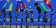 Әр түрлі БАҚ-тың микрофондары, архивтегі фото