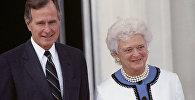 Президент США Джордж Буш с супругой Барбарой