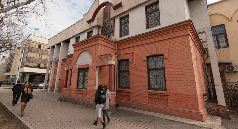 Здание Казком банка. Ранее здесь находилась школа для мусульманской молодежи