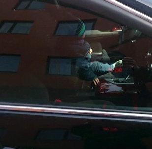 Годовалый малыш заперся в машине в Караганде