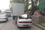 Lada столкнулась с грузовиком Man в Алматы