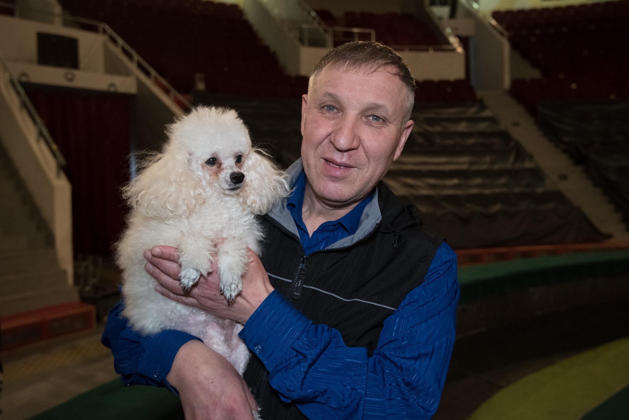 Руководитель номера Клоунада с дрессированными собачками Азилбек Болатов