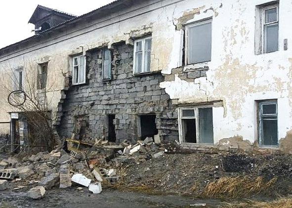 Стена жилого дома обрушилась в Петропавловске