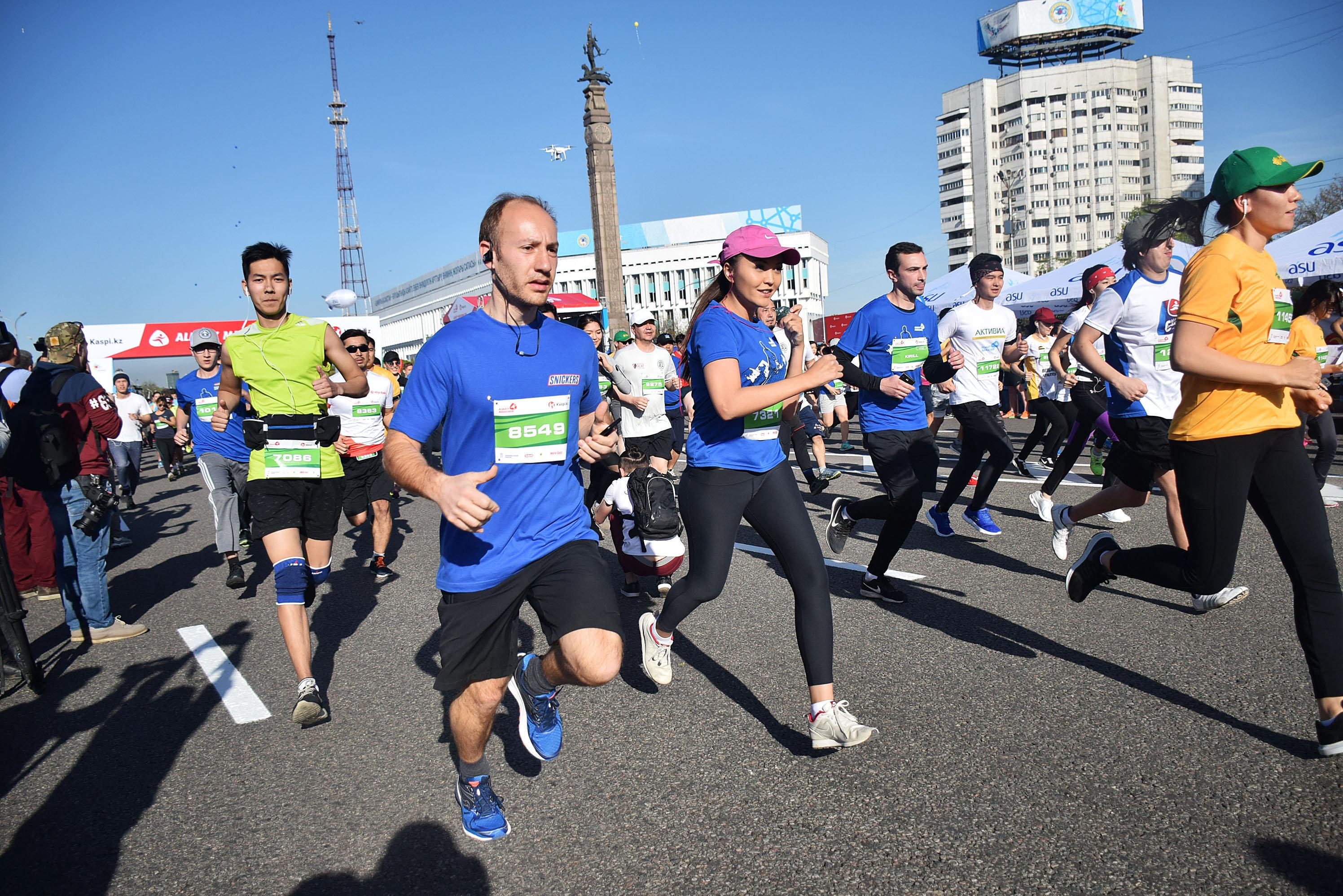 В этом году в Алматинском марафоне участвовали 14 000 человек