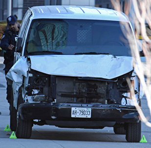 Микроавтобус наехал на пешеходов в Торонто