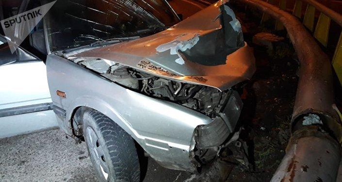 Несовершеннолетние угнали автомобиль