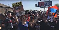 Что делают демонстранты на заблокированных улицах Еревана