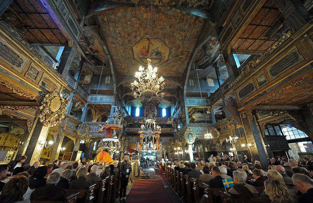 Церковь мира в польском городе Яворе — один из крупнейших деревянных храмов Европы: он вмещает 7,5 тысячи человек. Сооружение, возведенное во второй половине XVII века, внесли в список в 2001 году.