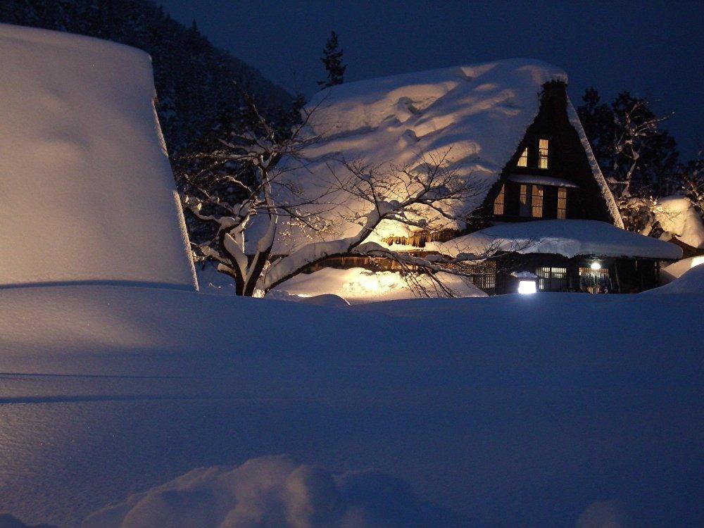 Историческая деревня Гокаяма на японском острове Хонсю славится собственной школой зодчества