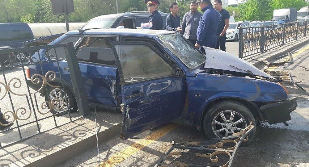 Рабочие СТО угнали автомашину и устроили ДТП в Алматы