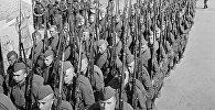 Колонны бойцов движутся на фронт, архивное фото