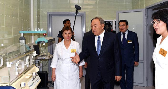 Нурсултан Назарбаев посетил медицинский центр Керуен-Medicus