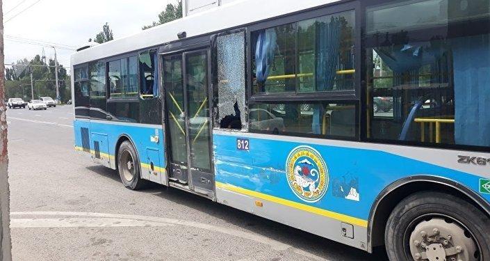 Столкновение двух пассажирских автобусов