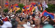 Сторонники оппозиции ожидают итогов специального заседания парламента Армении