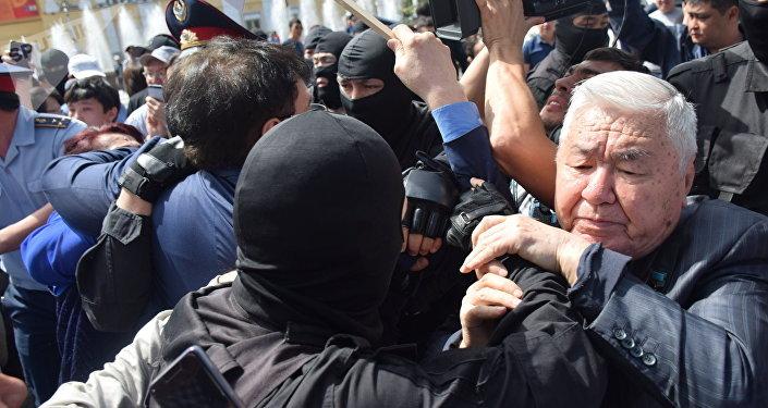 Акция в поддержку политзаключенных в Алматы