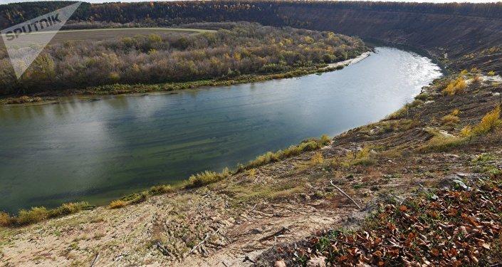 Берег реки, архивное фото