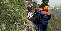 Спасатели транспортировали пострадавшую с переломом ноги из Аксайского ущелья