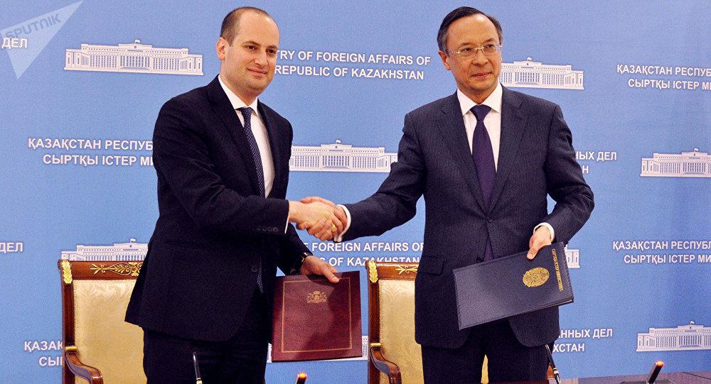 Михаил Джанелидзе (слева) и Кайрат Абдрахманов