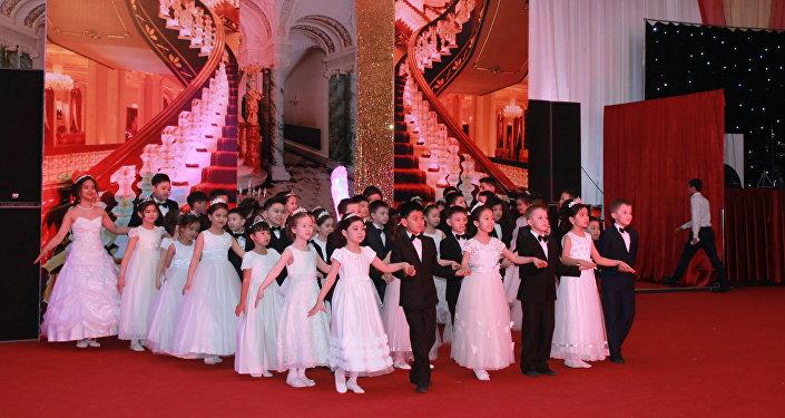 В Петропавловске прошел III благотворительный бал, главной целью которого является оказание помощи детям с тяжелыми заболеваниями
