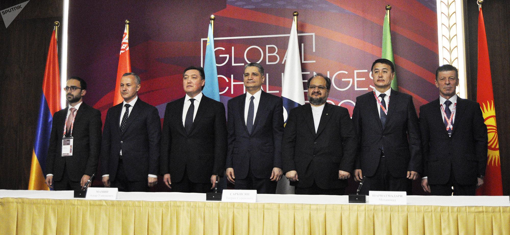 Участники церемонии подписания временного соглашения о создании зоны свободной торговли между Евразийским экономическим союзом и Ираном