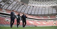 "Олег Кононов, Марат и Анна на поле стадиона ""Лужники"""