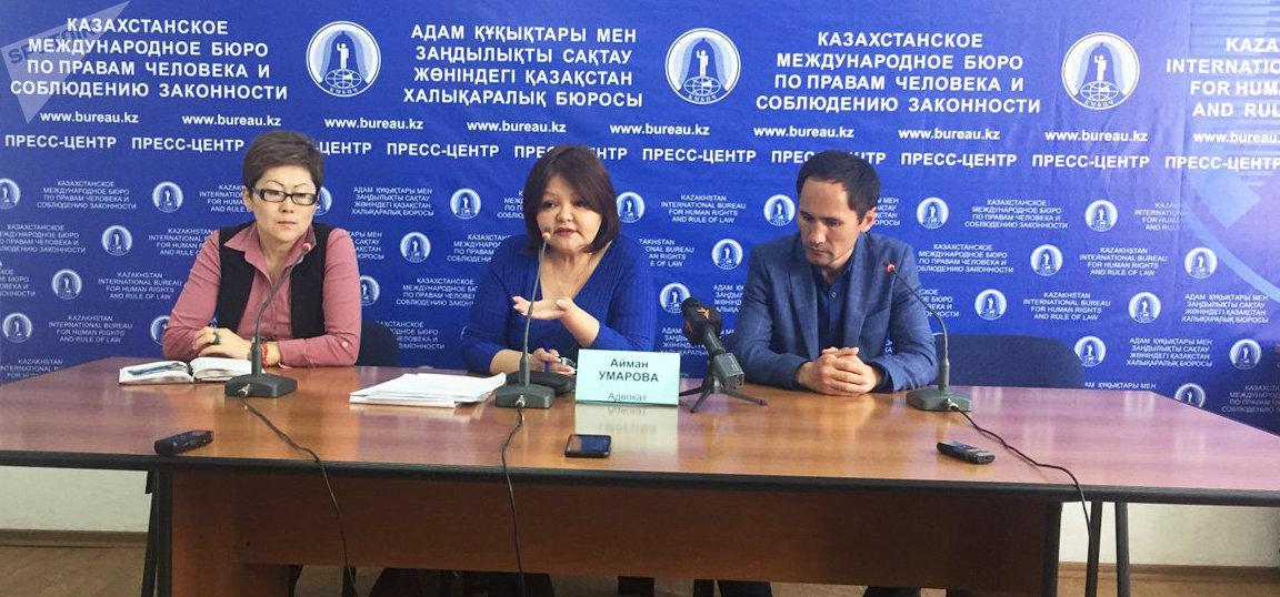Айман Омарова (ортада)
