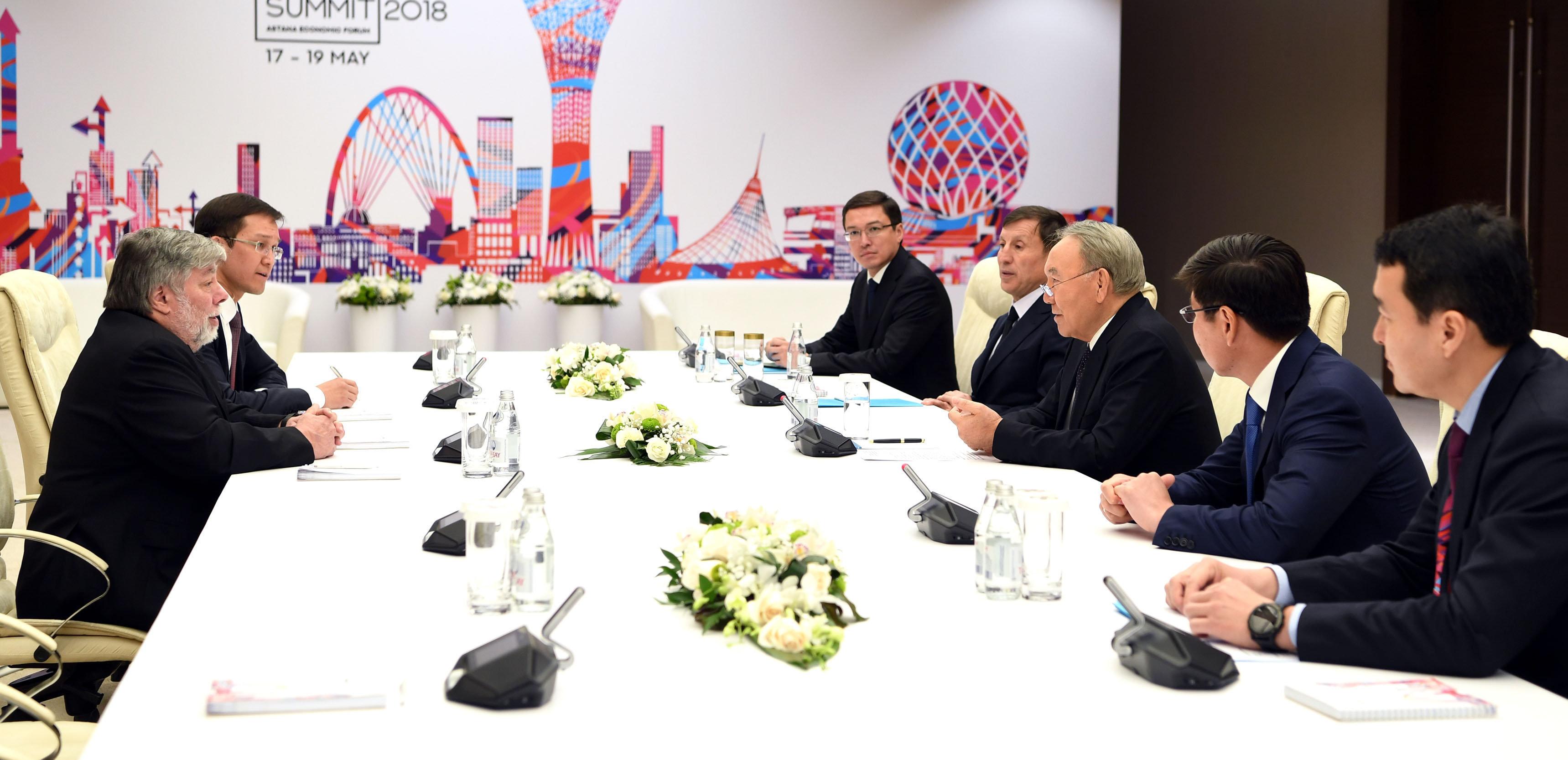 Встреча Нурсултана Назарбаева и Стива Возняка в Астане