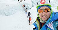 Альпинист Максут Жумаев покорил Эверест